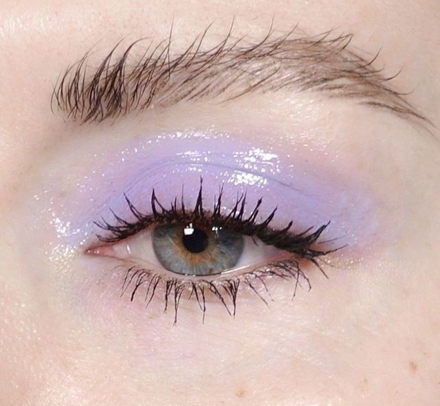 Glossy eyeshadow