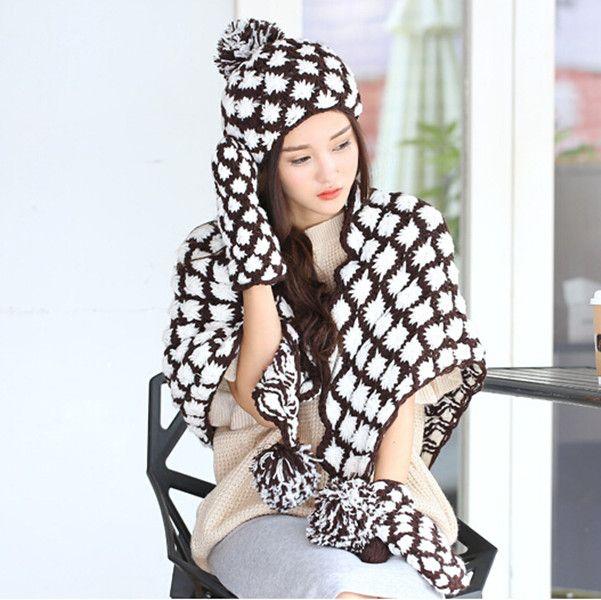 A mano cappello sciarpa e guanti uncinetto tessuto impostati per scialle inverno delle ragazze maglia