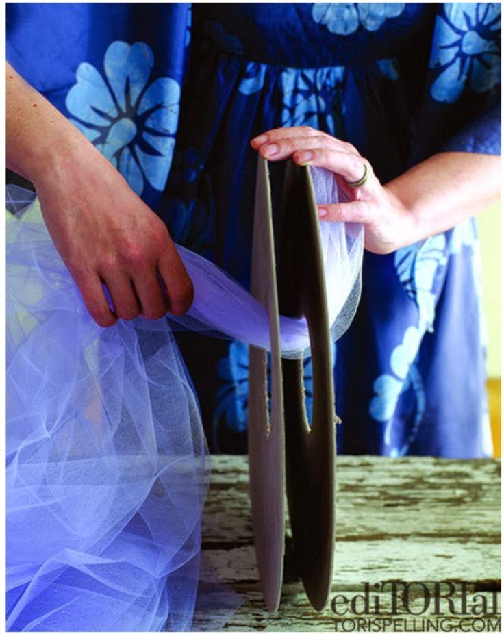 Como fazer pompom de tule 2                                                                                                                                                      Mais