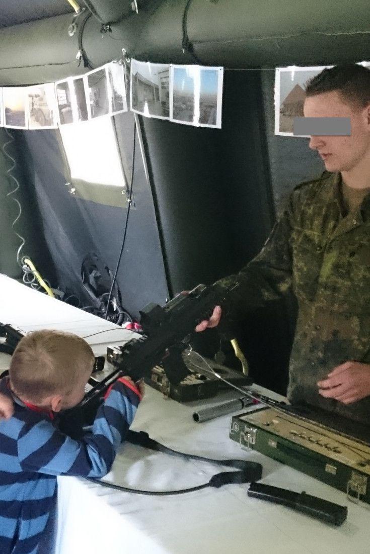 Maschinengewehre in Kinderhänden: Bundeswehr sorgt bei PR-Veranstaltung für Eklat