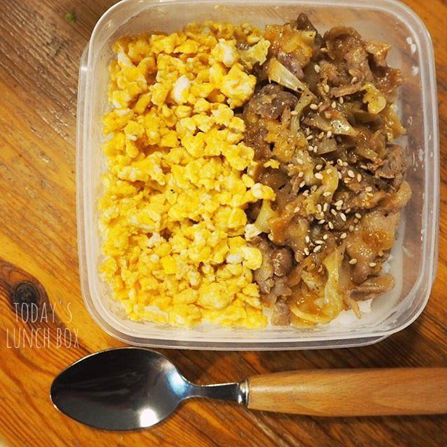 今日のお昼ごはん! 肉味噌ねぎ焼きと炒り卵ごはん にしてみました☺︎★ 豚バラ肉とキャベツに砂糖みりん醤油味噌を混ぜたものを入れて焼き 後半(?)でネギをバッと入れて焼くっていう簡単すぎるレシピで。笑 午後もがんばろーう!! ・ ・ #お弁当 #お仕事  #料理 #ランチ #昼食 #肉 #残りもの #豚バラ肉 #炒り卵 #丼 #タッパー弁当 #お弁当作り楽しもう部  #デリスタグラマー #ごはん #味噌照り焼き #料理 #簡単レシピ #recipe #cooking #saogohan #lunchbox #pork #egg #don #obento #lunch #gohan