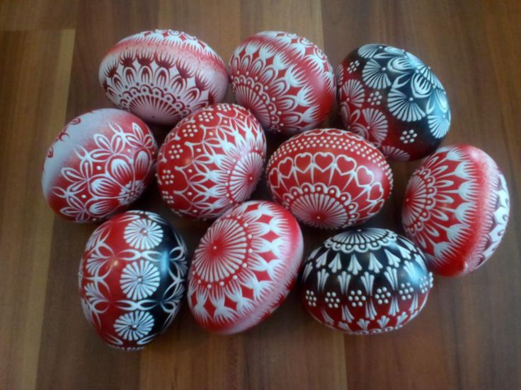 červeno-čierno-biele kraslice