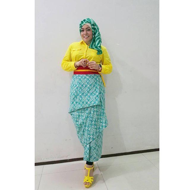 Spotted Busana Nusantara on  @astridkuya  #BusanaNusantaraku #wearkainnusantara #fashion #style #styleinspiration #madeinindonesia #batik #tenun #songket