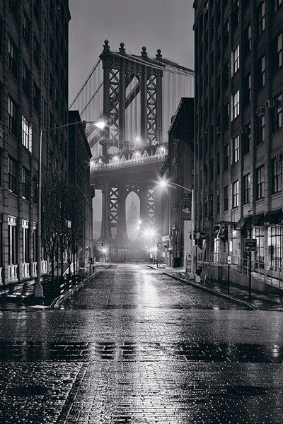 Streets of Dumbo Brooklyn, with the Manhattan Bridge in the background - Brooklyn, NYC