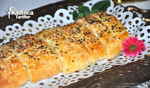 Pratik Peynirli Rulo Çörek Tarifi nasıl yapılır? Pratik Peynirli Rulo Çörek Tarifi'nin malzemeleri, resimli anlatımı ve yapılışı için tıklayın. Yazar: Alyamina Kuzine