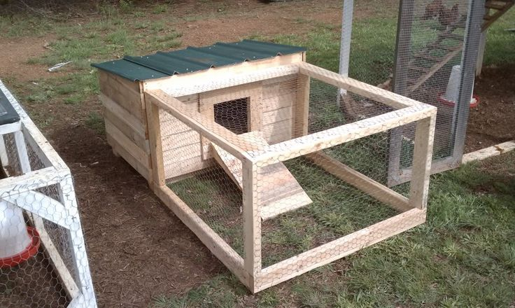 Chicken Coops Made From Pallets   Very small coop made from pallets. Keep a rooster in it.