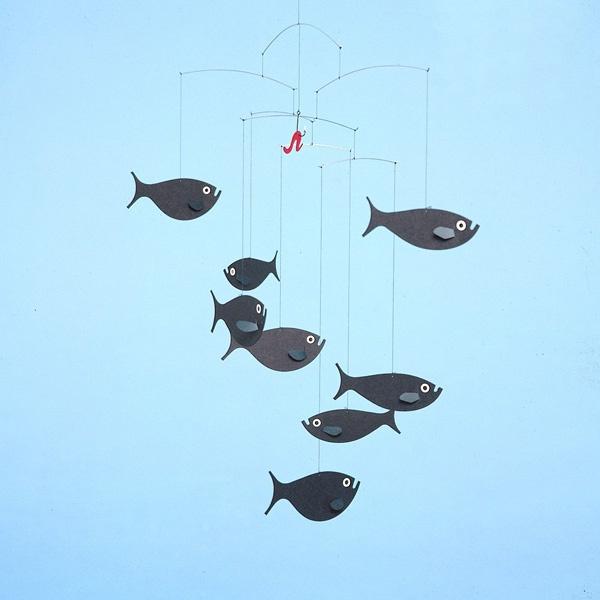 Un mobile original pour la déco d'une chambre d'enfant ou au dessus d'un canapépour transformer le salon en aquarium / mobile poissons par Flensted / #deco #mobile #enfant http://www.flensted-mobiles.com/