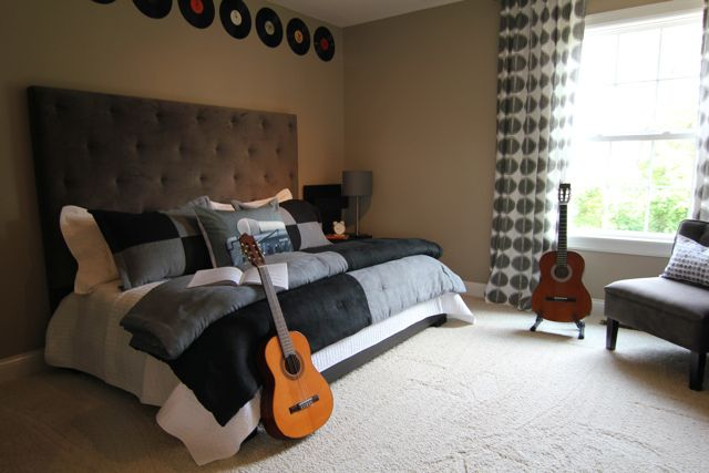 Carsons room is a music theme and we plan on doing the records like this!