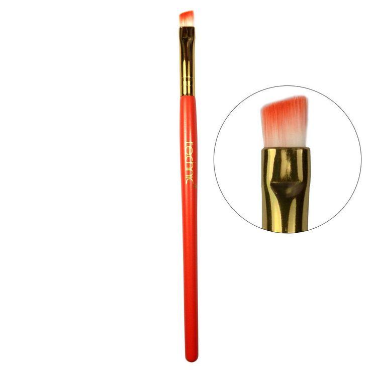 Το  Slanted Eye Shadow Brush 15 cmαπό την Technic είναι ένα duo-fiber πινέλο σκιών με γωνία, ώστε να πετυχαίνετε ακριβή εφαρμογή του χρώματος. Είναι ιδανικό για να σχηματίσετε τη γραμμή των ματιών και για το κόκκαλο των φρυδιών.