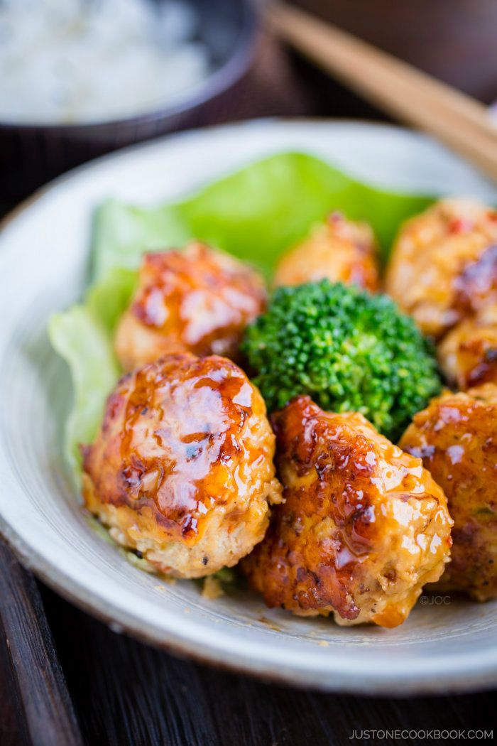 Teriyaki Chicken Meatballs. ⊙ Essayé. Très bon, mais la sauce a trop épaissie; trop de corn starch? Si poivrons coupés au mixeur, les assécher.