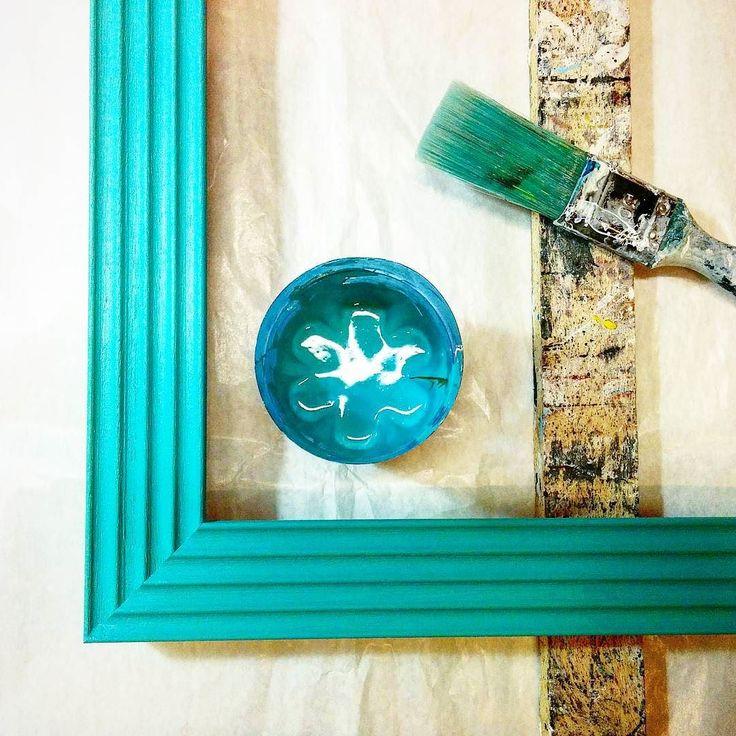 Colorando... #cornici #colori #fattoamano #artigianale #pennelli #colorando #legno #righe #verdetiffany #bluetiffany #fashion #customframing #color #wood #handmade #chiavari #cornicidaincorniciare