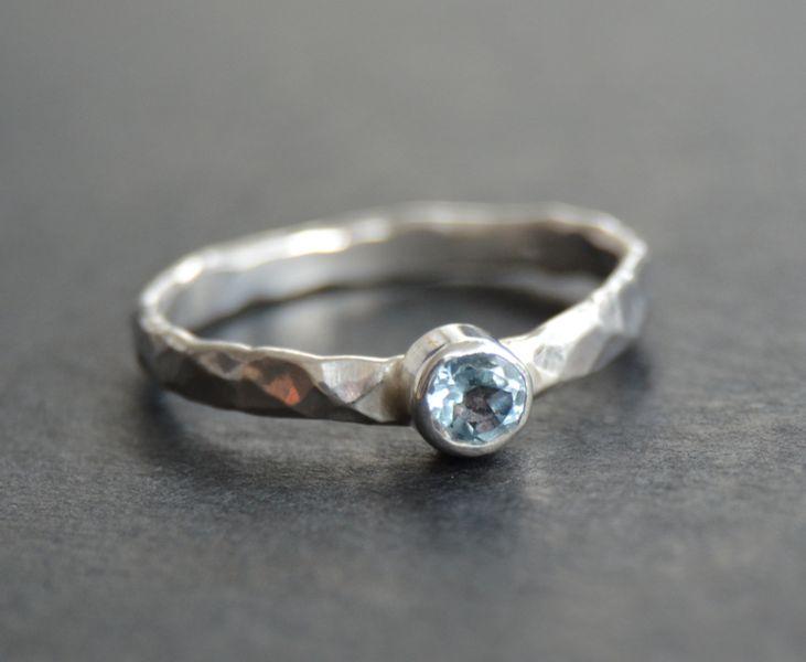 Silberringe - Ring gehämmert Silber 925 (hellblau Topas) - ein Designerstück von Claudia-Sauter bei DaWanda