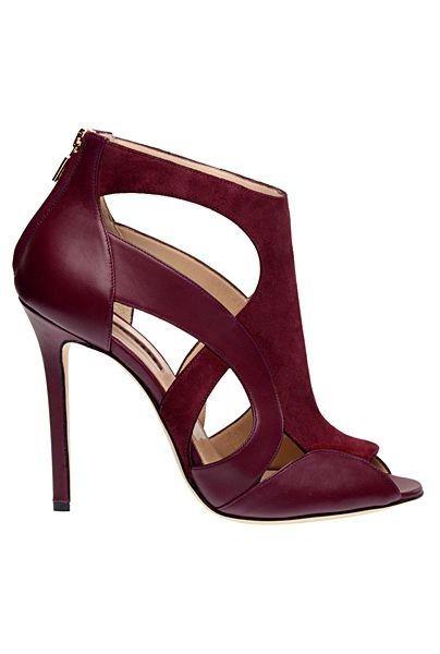 Elie Saab un sueño para cenicientas modernasDiseño arquitectónico,vertiginosos tacones y un color rojo burdeos, son algunas de las características de estos fantásticos zapatos que la firma Elie Saab fabricó para el deleite de sus usuarias. Un...