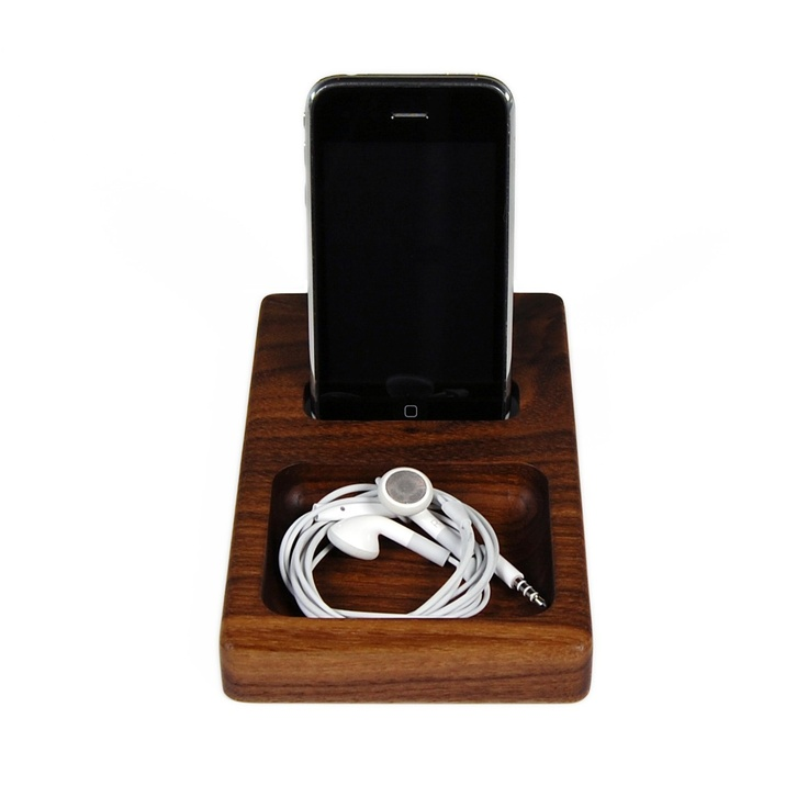 Hekseskudd iPhone dock in walnut