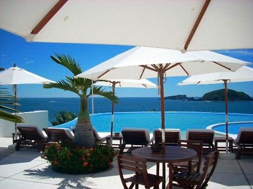 Amazing Oceanview Pool / Porto Ixtapa, Morros