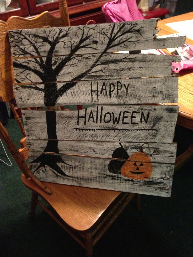 im will probably do this too bad we dont get halloween pallet signshalloween diyhalloween decorationshappy