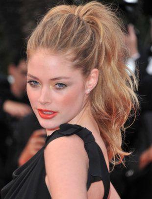 love the ruffled ponytail:)