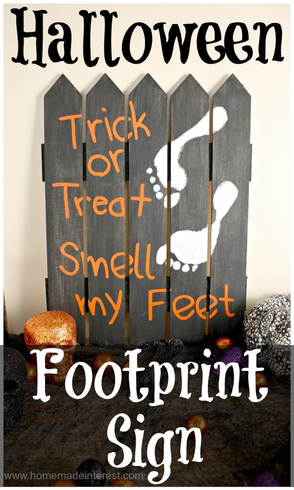 Home. Made. Interest. | Halloween Footprint Sign | http://www.homemadeinterest.com #trickortreat #michaelsstores @michaelsstores #vinyl #kidscraft #silhouette @silhouettepins