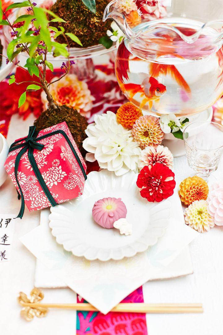[和婚]見た目も美しい和菓子でゲストをおもてなし♪ 可愛くラッピングされたふたを持ち上げると中から可愛いお菓子が登場して、ゲストも楽しい気持ちに。