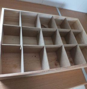 boite a ceinture pour tiroir cr avec les plaque de bois compact qui s pare les palettes de. Black Bedroom Furniture Sets. Home Design Ideas