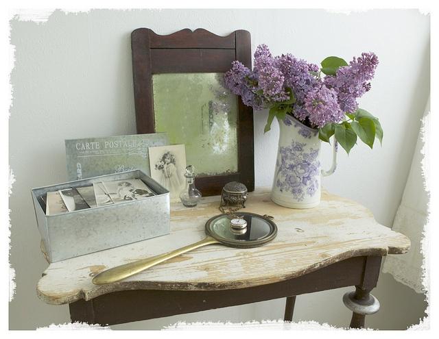 Lantligt bord i sovrummet