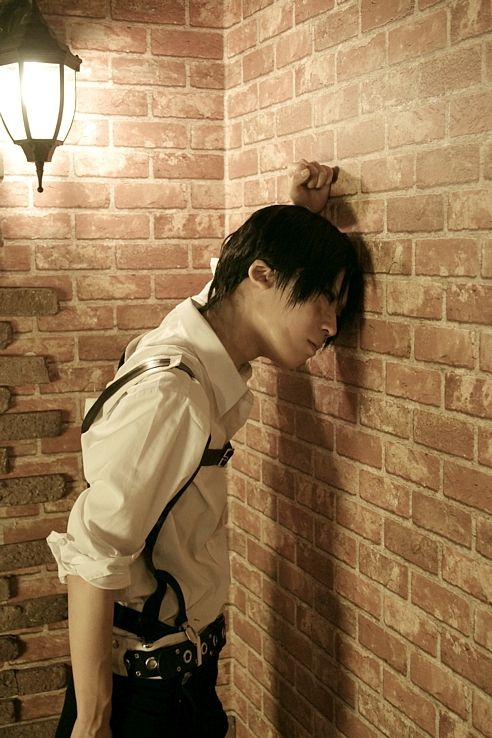 Attack on Titan - Levi Ackerman- Cosplay (published by syuri on Cure WorldCosplay)