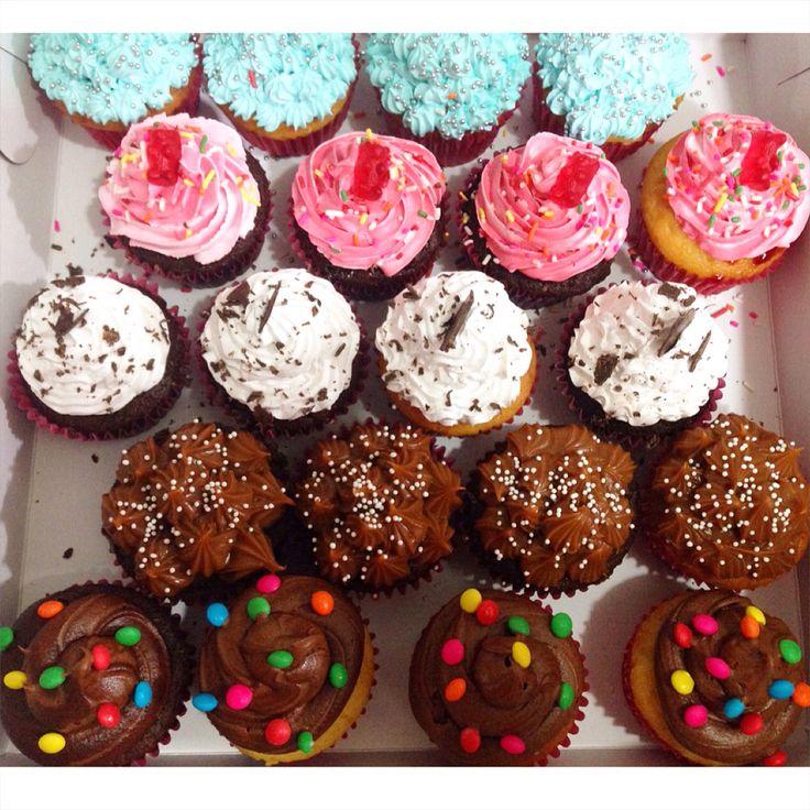 Disfruta tus mejores momentos con unos Cupcakes So Sweet. Haz tus pedidos al (1) 625 1684. - #SoSweet #PasteleriaArtesanal #ReposteriaArtesanal #PastryShop #CupcakeFactory #Cupcakes #CupcakesEnBogotá #Cakes #Bogotá www.SoSweet.com.co
