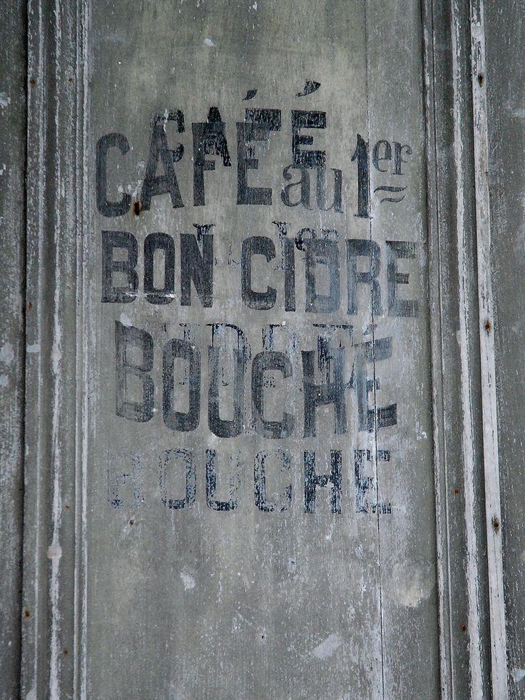 Porte d'un ancien café