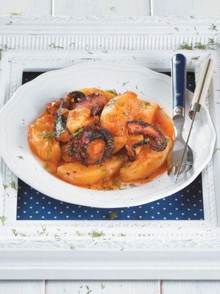 Χταπόδι στην κατσαρόλα με κρεμμύδια και πατάτες