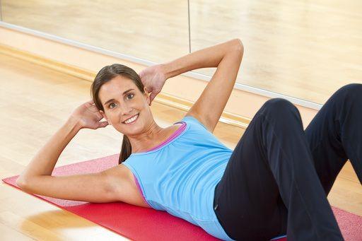 Ecco alcuni esercizi di riscaldamento e di ginnastica posturale per recuperare la forma fisica dopo lo stress delle strutture muscolo-scheletriche dovuto al parto e al periodo della gravidanza.