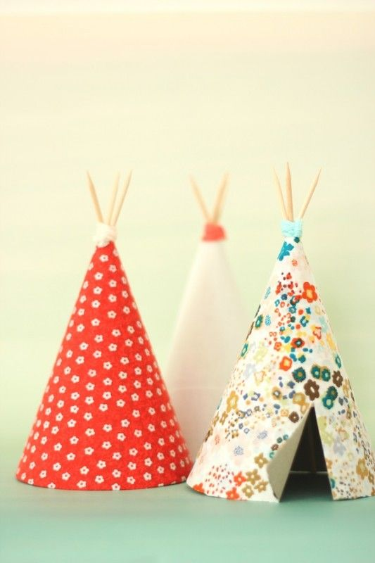 DIY mini teepees. Of course!