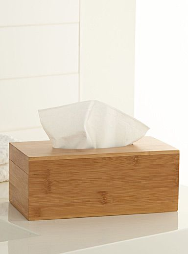 Une exclusivité Simons Maison    - Pour une ambiance déco scandinave pure mode  - Une pièce parfaitement coordonnée à nos accessoires en bois blond naturel  - Forme complète avec couvercle amovible
