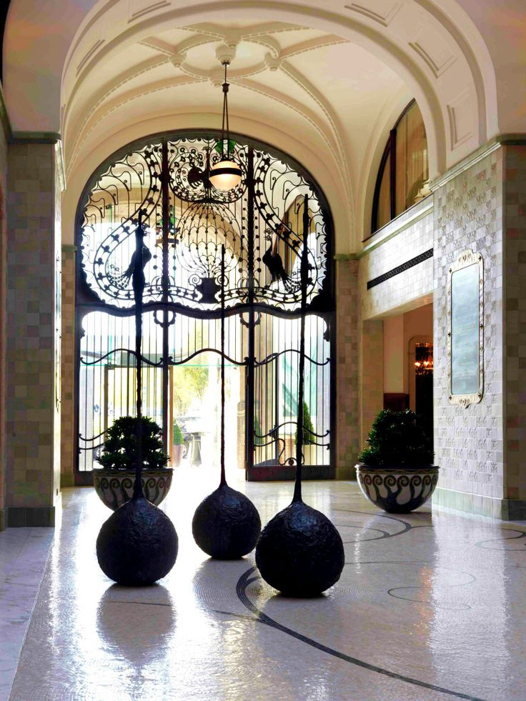 Created by an Armenian artist, Mamikon Yengibarian in 2004, the three bronze sculptures are decorating the magnificent Lobby at Four Seasons Hotel Gresham Palace Budapest.