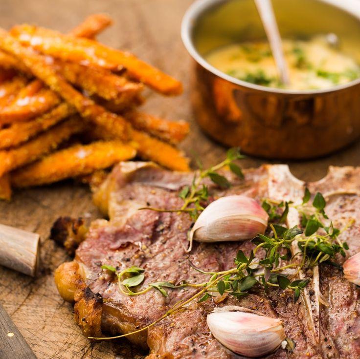 Grillede steaks med søde pommes og bearnaise