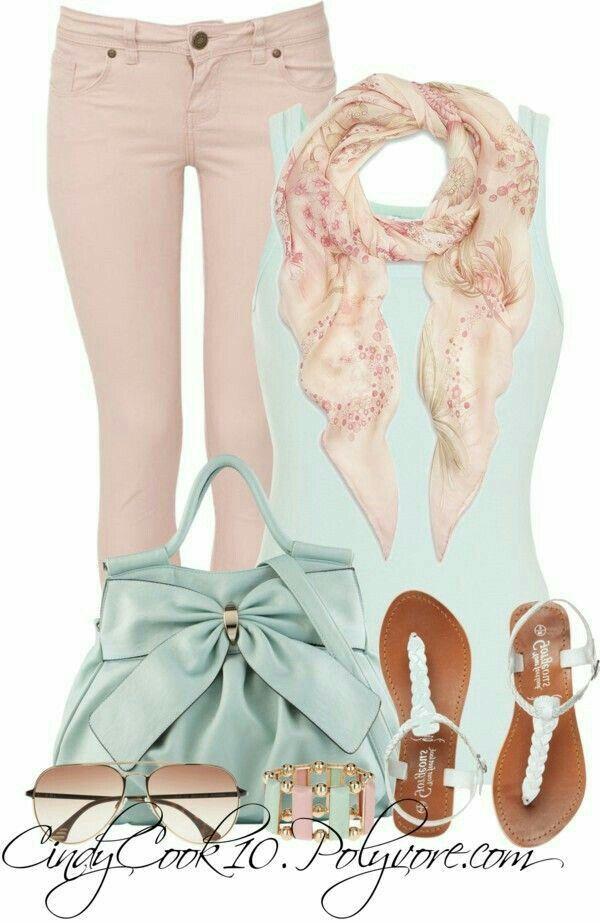 Combinación.  Pantalón rosa palo, blusa de tirantes,menta ,sandalia color menta