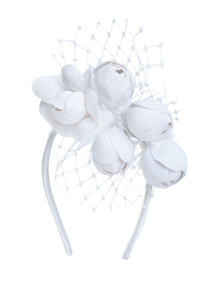 Tocado diadema de novia con flores de tela y malla. A la venta en Atelier 8dabc13bfd0