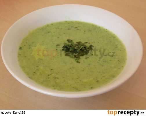 Brokolicovo květáková polévka s pestem z medvědího česneku