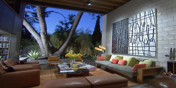 Spacious and Stylish Outdoor Living Room Design