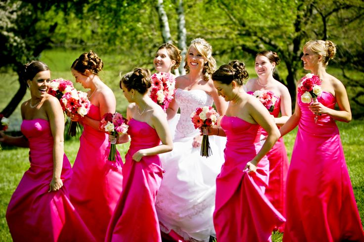 Red pink dresses and bouquet for bridesmaids