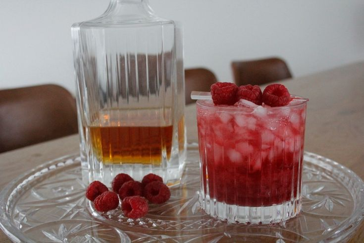 De American Beauty is een beauty van een cocktail op basis van Amerikaanse whisky, frambozen en limoensap. Bekijk het recept op Cocktailicious.nl