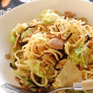 ツナとレタスの塩こんぶ焼きそば - すぐできる!エリオットゆかりのラクうま麺レシピ レシピブログ - 料理ブログのレシピ満載!