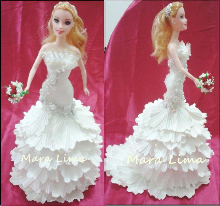 Moderníssimo  Vestido de noiva em Eva   Com detalhes em renda,perolas e tiara de strass   Buque de biscuit        Aceitando encom...
