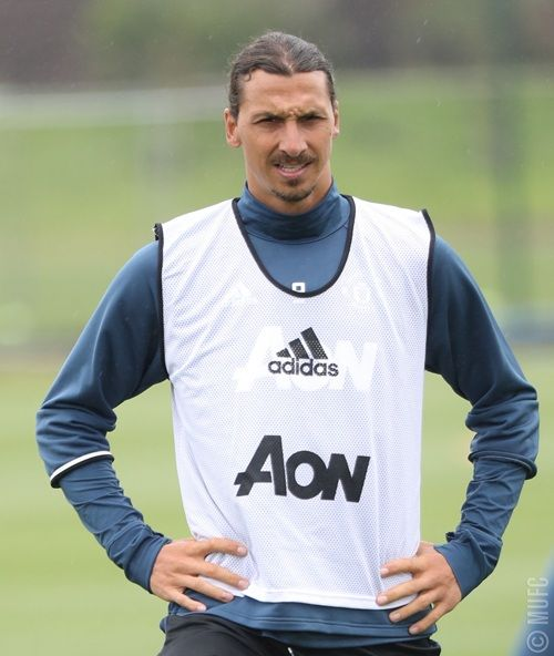 FIRST PICS OF ZLATAN TRAINING WITH UNITED :)