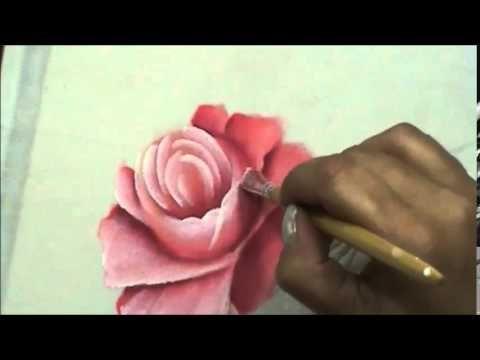 Quer pintar rosas? Pintura em tecido, pintando rosas é um projeto de aula que voce encontra em http://loucosporpintura.lep.com.br Cristina Ribeiro - Ateliê l...