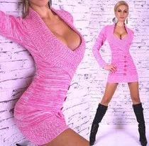 Krásný dámský svetr s hlubokým výstřihem.
