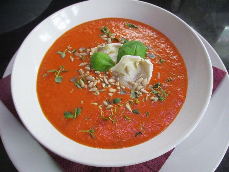 Tinskun keittiössä: Helppo ja nopea tomaattikeitto