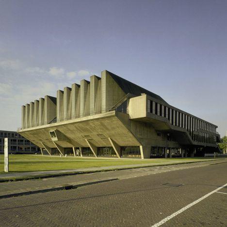 Aula TU Delft by Van den Broek en Bakema