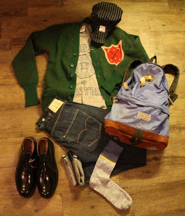 1940年代4寸手袖大學冷衫  New York University Russell T shirt  1890 年LVC 單袋復刻 W30 Red Wing Postman Shoes  Sock  1970年代 Omnipak 背囊  Workware Cap