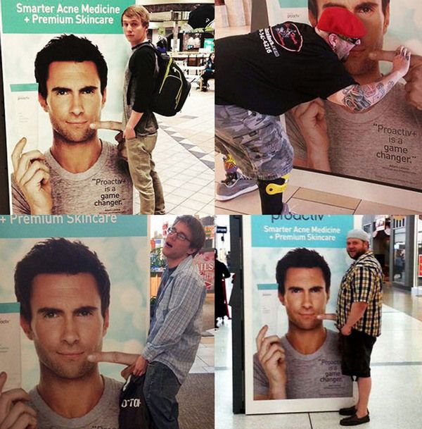El falso pene en la cara de Adam Levine, el meme de moda