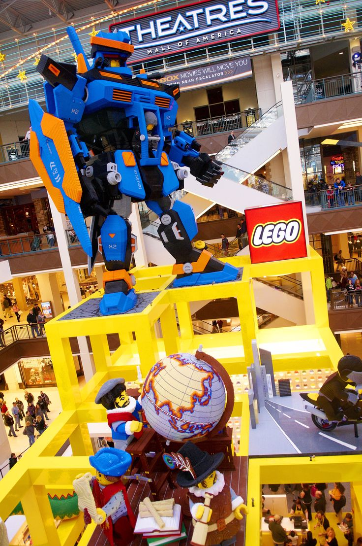 It looks like Manhattan will finally be getting a LEGO Store! The most recent round of store openings targets the New York City metro area, which is notoriously underserved in terms of LEGO Stores. According to a recent New York Post article:
